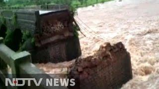 Over 20 missing after British-era bridge on Mumbai-Goa highway collapses