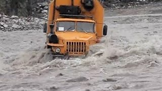 TRUCKS in Extreme Conditions - Extreme Trucking Compilation 2016