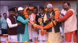 Rail Mantri ke kryakram me bhide BJP aur Congress leader. Jamkar hui jhadap