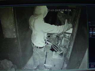 चोरों की नायाब करतूत CCTV में हुई कैद (Delhi)