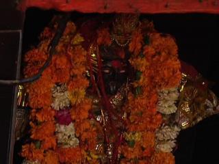 अंधविश्वास : देवी के मंदिर में युवक ने काटी गर्दन, अस्पताल में भर्ती