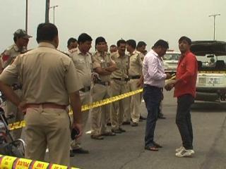 दिनदहाड़े दिल्ली पुलिस के सिपाही को मारी गोली
