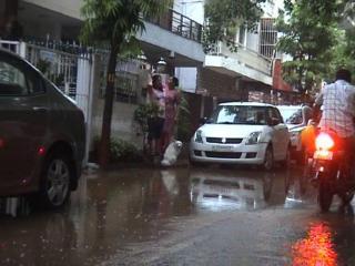 सावन के दस्तक भर से डूबी दिल्ली, घरों में घुसा पानी