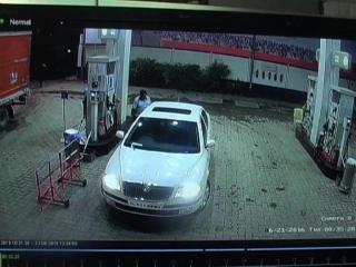 पेट्रोल डलवा बिना पैसे दिए फरार हुए कार सवार युवक, CCTV में कैद