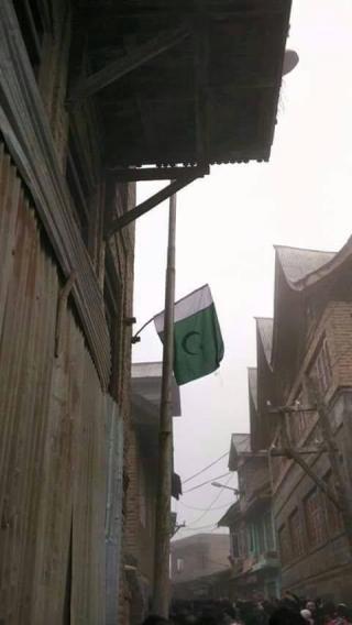 CM Mufti Ke Ghar Lehraya Pak Jhanda