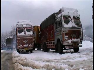 देश से कटा कश्मीर, बर्फबारी के कारण हाईवे बंद