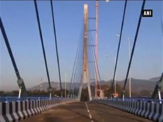 रक्षा मंत्री ने देश को समर्पित किया उत्तर भारत का पहला केबल पुल