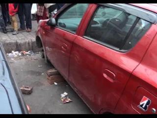 पुलिस की नाक के नीचे से चोरों नें उड़ाए टायर