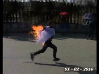 प्रदर्शन के दौरान नाबालिग ने खुद को लगाई आग