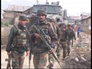 घर में छिपे आतंकियों को सेना ने बम से उड़ाया