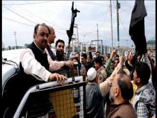 श्रीनगर में कर्फ्यू के बावजूद अलगाववादियों का प्रदर्शन