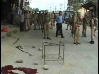 कश्मीरः 20 मिनट में दो आतंकी हमले, 3 पुलिस जवान शहीद