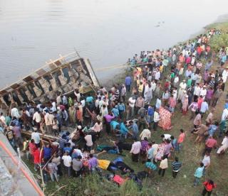 पूर्णा नहर में गिरी बस,42 लोगों की हुई मौत