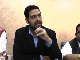 केजरीवाल अपने बच्चों का नहीं हो सका तो आपका कैसे होगा: राहुल
