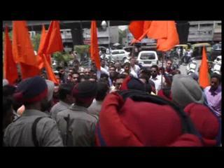 'उड़ता पंजाब' हुई रिलीज़, अब भी विरोध जारी, हर जगह पुलिस की तैनाती