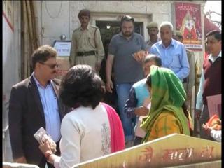 जिला आयुक्त ने किया नैना देवी मंदिर का निरीक्षण, दिए दिशानिर्देश