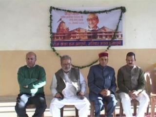 (Dhumal Ne Pushap Arpit Kar Ashok Singhal Ko Di Shardhanjli )
