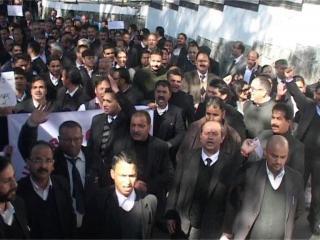 शिमला में बेकाबू पीलिया, प्रदर्शन करते हुए राजभवन पहुंचे वकील