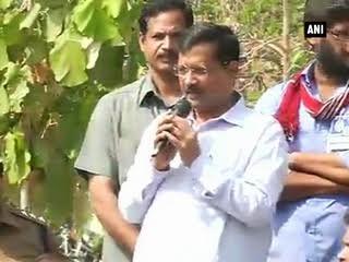 दिल्ली के मुख्यमंत्री अरविंद केजरीवाल ने हैदरबाद यूनिवर्सिटी पहुंचे