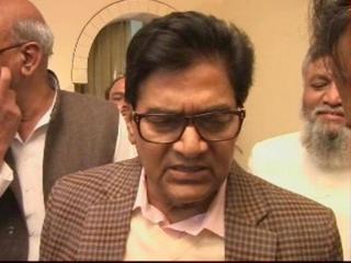 Award wapsi sarkar ko aina - Pro. Ramgopal Yadav