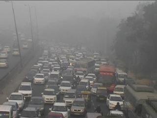 दिल्ली में छाया घना कोहरा, NH 8 पर लगा लंबा जाम