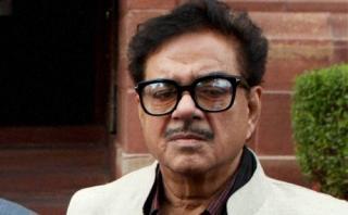 भारत- पाकिस्तान में बातचीत चलती रहनी चाहिए : शत्रुघ्न सिन्हा