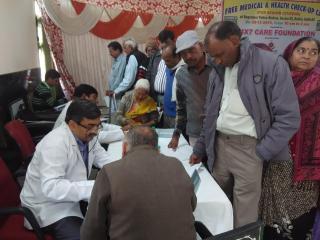 सीनियर सिटीजनस के लिए बेगमपुर थाने में लगाया गया निःशुल्क हेल्थ कैम्प (Delhi)