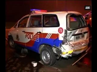 दिल्ली में रफ्तार का कहर: राष्ट्रपति भवन के पास टकराईं 6 कारें, कई घायल