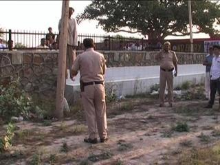 शमशान घाट में खम्भे से लटकर युवक ने की आत्महत्या