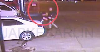 देखो कैसे गोरे ने पंजाबी विद्यार्थी को मारने की कोशिश की