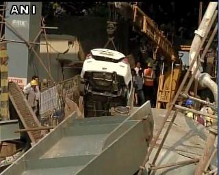कोलकाता: निर्माणाधीन पुल गिरने से 10 की मौत ,150 लोगों के मलबे में दबे होने की आशंका