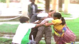 गंदा पानी मिलने से नाराज लोग हुए हिंसक, जल संस्थान में की तोड़फोड़