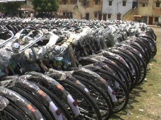 श्रमिकों को साईकल का तोहफा, 12 सौ साईकिल किए गए वितरित