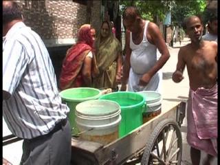 दिल्ली : पानी न मिलने से बेहद दुखी हैं दिल्ली वासी