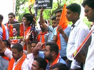 हिन्दू सेना ने चाईना के प्रोडक्ट्स को जलाकर किया विरोध प्रदर्शन