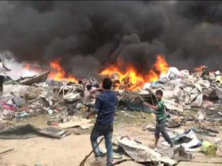 आग ने मचाई तबाही, सैकड़ों झुग्गियां ख़ाक