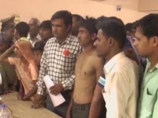 सपा नेता की दबंगई, युवक को पीटने के बाद पेशाब पिलाने का आरोप