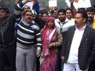 सपा नेता पर दलितों ने लगाया प्रताड़ना का आरोप
