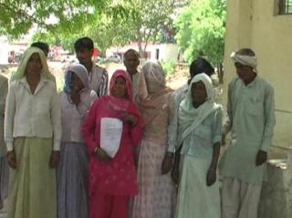 दबंगों ने दिन दिहाड़े किया लड़की का अपहरण, पुलिस नहीं कर रही कोई कार्रवाई