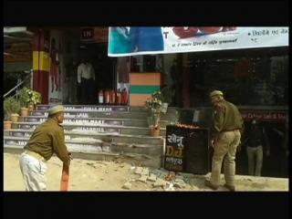 माक ड्रिल में फेल यूपी पुलिस, बुझाने की जगह लगा दी आग