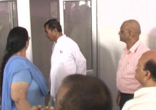 अस्पताल भवन की खस्ता हालत पर भड़के स्वास्थ्य मंत्री