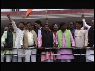 रेल बजट को लेकर सपा और बीजेपी नेता आमने सामने
