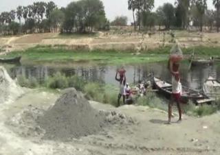तमसा नदी पर धड़ल्ले से चल रहा अवैध खनन