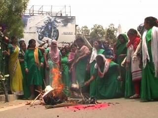 मेनका के बयान से नाराज आंगनबाड़ी कार्यकर्ता, नहीं देंगी बीजेपी को वोट