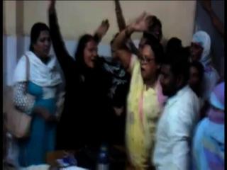 सपा की प्रदेश महिला सचिव ने अस्पताल में जमकर किया हंगामा