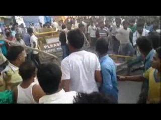 प्रर्दशन रहे व्यापारियों पर पुलिस ने किया लाठीचार्ज