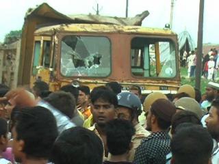 ट्रक की चपेट में आने से 12 साल के बच्चे की मौत, जमकर हंगामा