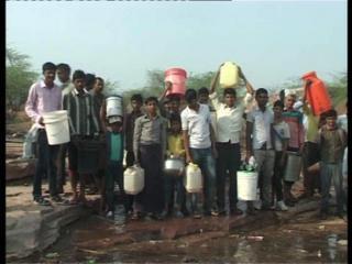 आगरा के गांव में लातूर जैसे हालात, पानी के लिए तरस रहे हैं लोग