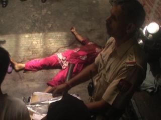 महिला का शव मिलने से मचा हड़कंप, हिरासत में पति
