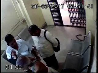 भारतीय स्टेट बैंक में बुजुर्ग से लूटे 76000 रूपए